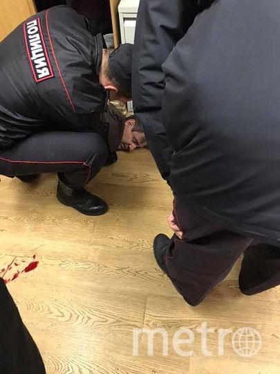 """неизвестный мужчина ворвался в редакцию """"Эхо Москвы"""" и ударил ножом в горло журналистку. Фото AFP"""
