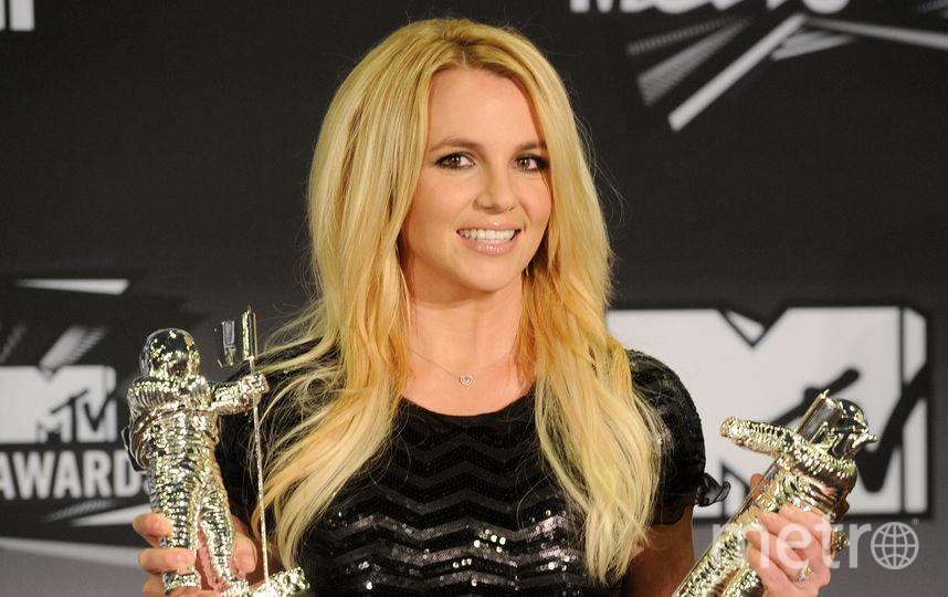 Бритни Спирс повторила образ из клипа Baby One More Time на видео. Фото Getty