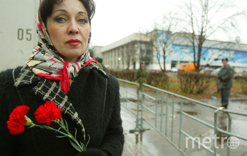 Через год на площади у Театрального центра был открыт памятник. Фото Getty