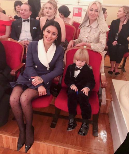 Тина Канделаки с детьми на балу Tatler. Фото скриншот https://www.instagram.com/tina_kandelaki/?hl=ru