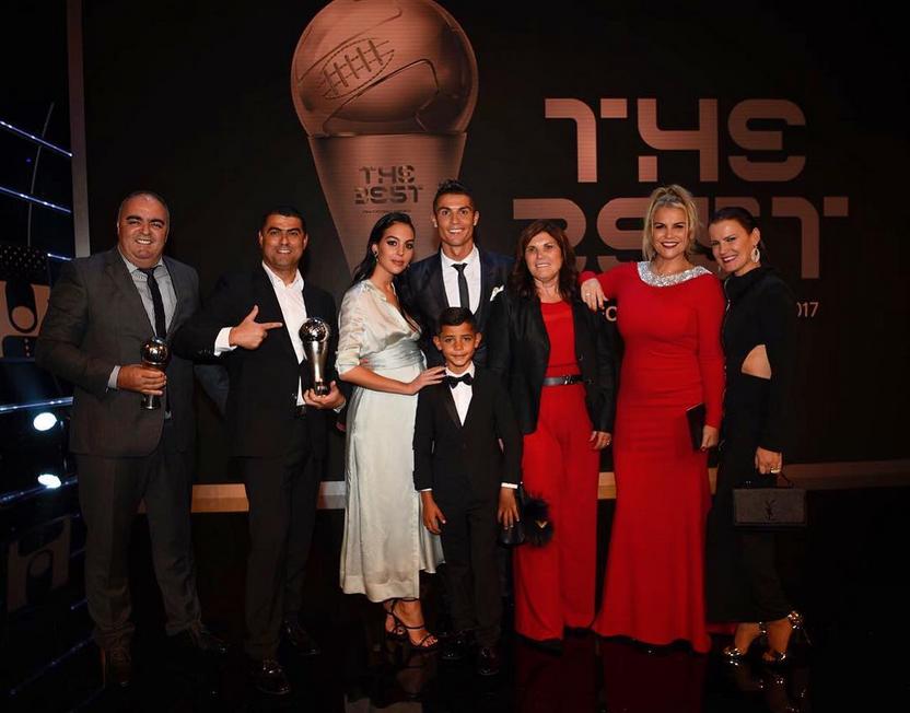 Роналду приехал на вручение награды с беременной подругой. Фото Скриншот instagram.com/cristiano/