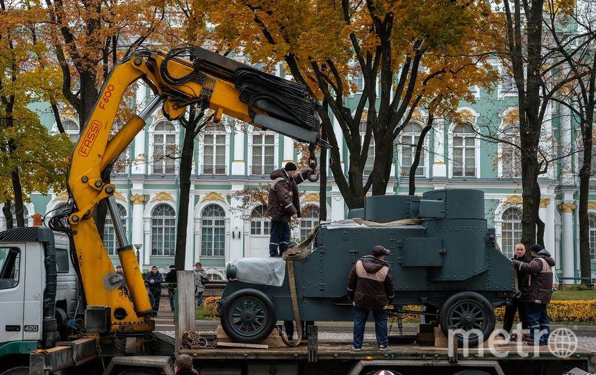 Броневик попал во двор Зимнего дворца из фондов Музея артиллерии.