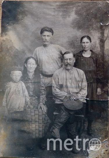 """Бабушка Руфины Петровны Екатерина (на фото – вторая слева) была девушкой, когда Владимир Ульянов и Надежда Крупская жили в их доме. Фото """"Metro"""""""