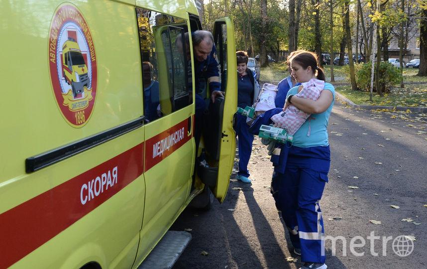 В Петербурге маму, родившую четверню, выписали из роддома. Фото Святослав Акимов.