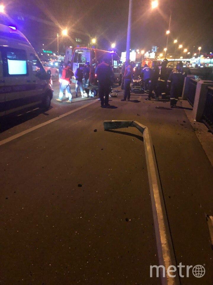 Фото с места ДТП на Выборгской набережной. Фото vk.com