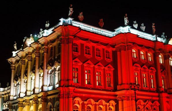 Зимний дворец подсветили красным: Самые яркие фото и видео события. Фото Скриншот Instagram: pimenov.roman