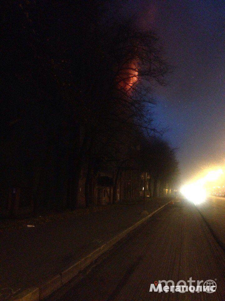 В Петербурге горит здание завода. Фото все - Мегаполис.