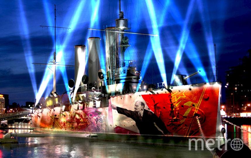 В шоу на Петроградской набережной будут использованы технологии мэппинга, звуковые и видеоэффекты.