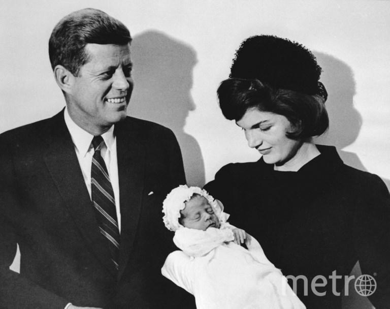 Джон Кеннеди с женой Жаклин и сыном Джоном (последний – погиб в 1999 году во время авиакатастрофы). Фото AFP