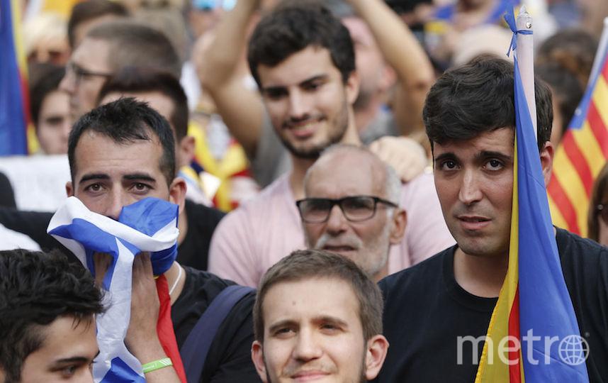 Каталонцы празднуют объявление независимости от Испании. Фото AFP