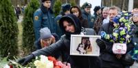 Сотни людей пришли на открытие памятника жертвам теракта над Синаем