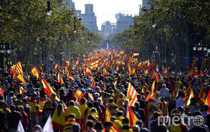 В Испании проходят массовые демонстрации как сторонников, так и противников независимости Каталонии. Фото AFP