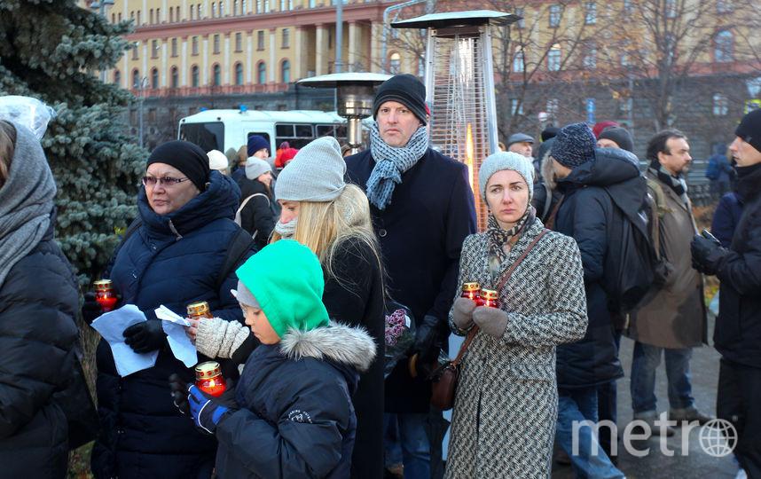 """Акция """"Возвращение имён"""" в память о жертвах политических репрессий проходит на Лубянке. Фото Василий Кузьмичёнок, """"Metro"""""""