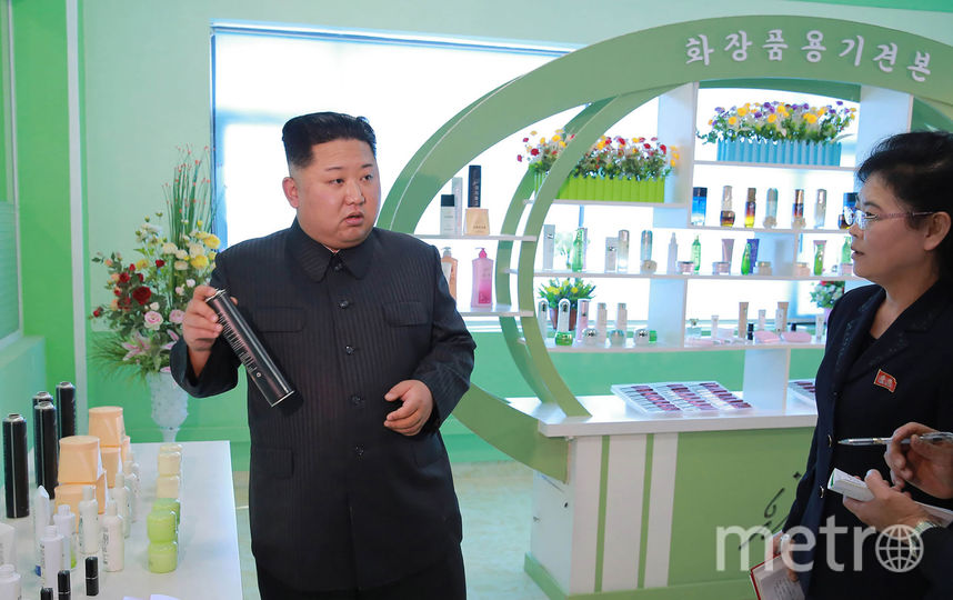 Ким Чен Ын проинспектировал косметику и лаки для волос. Фото AFP