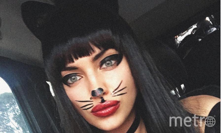 Ирина Шейк на Хэллоуин стала кошкой.