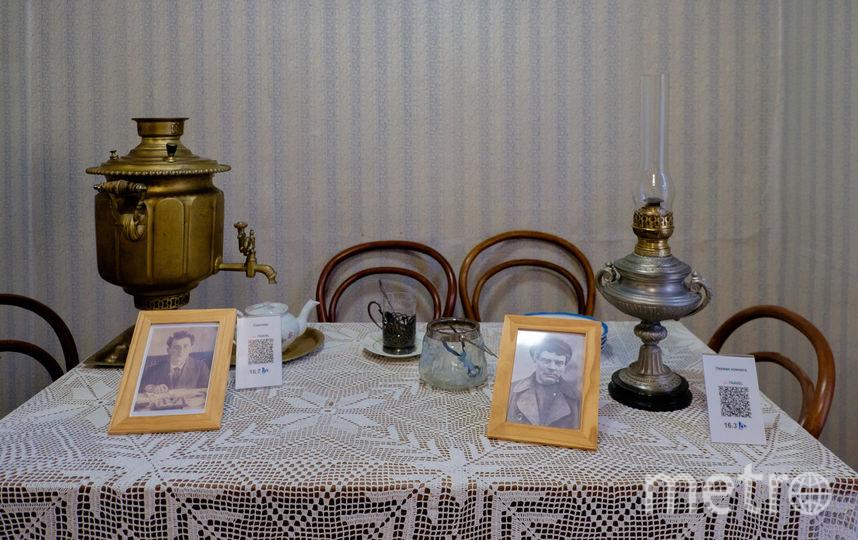 """Стол в «Сарае», за которым пили чай Ленин и Зиновьев. В 90-е местные жители арендовали его для застолий. Фото Алена Бобрович, """"Metro"""""""