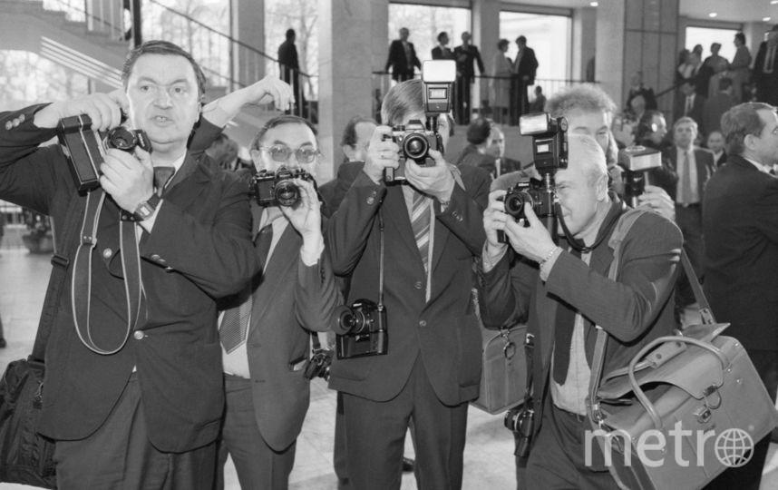 СССР. Москва. 1 декабря 1987 г. Фотокорреспонденты ТАСС на съемке в Кремлевском Дворце съездов. Фото Кавашкин Борис, Христофоров Валерий / Фотохроника ТАСС