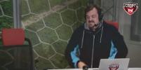 Василий Уткин упал со стула в прямом эфире – видео