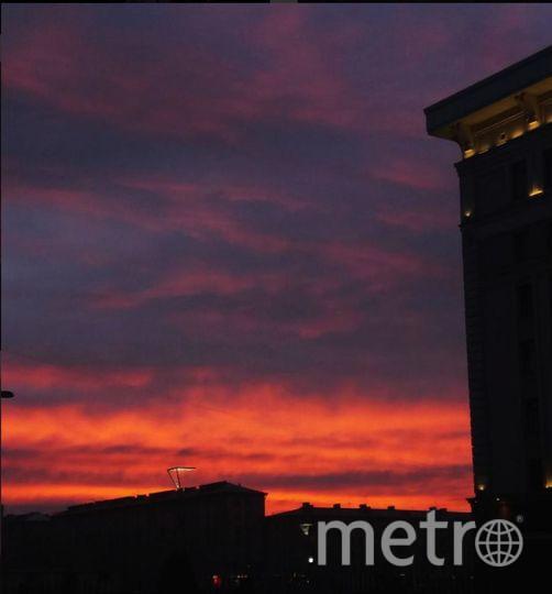 Такой был рассвет в Петербурге 3 ноября. Фото https://www.instagram.com/maria_kilochek/
