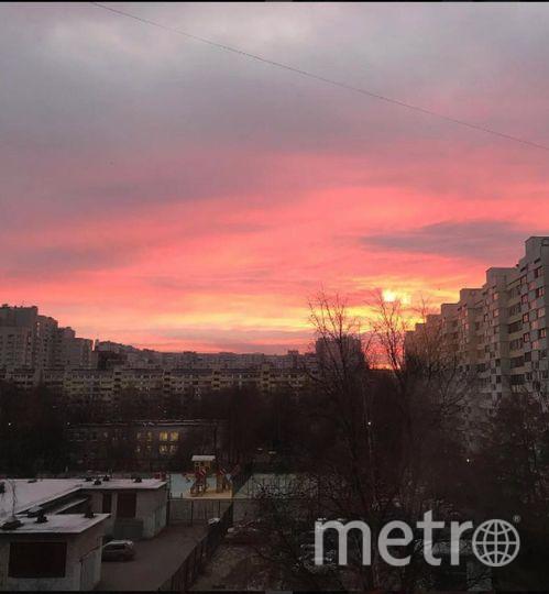 Такой был рассвет в Петербурге 3 ноября. Фото https://www.instagram.com/primorskiy.district/