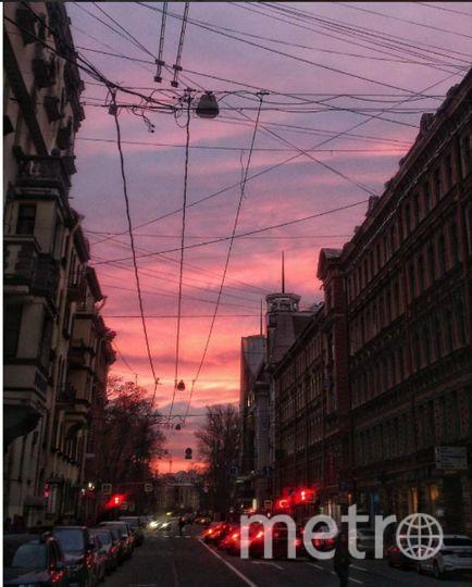 Такой был рассвет в Петербурге 3 ноября. Фото https://www.instagram.com/plechan4ik/