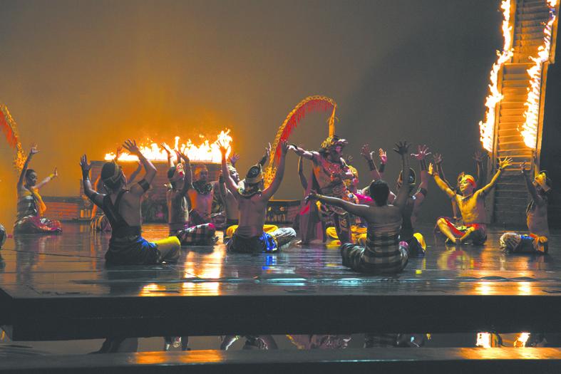 Шоу «Девдан» в театре Нуса Дуа. Фото Анна Киселёва.