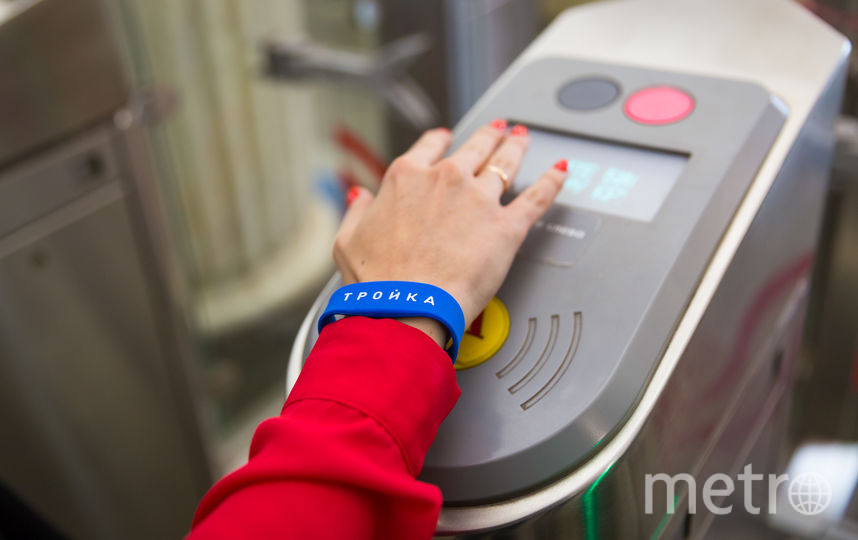 Оплата проезда браслетом. Фото пресс-служба московского метрополитена.