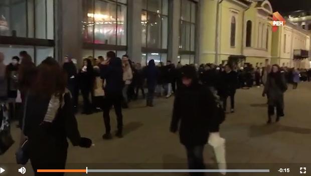 Очередь на концерт Ольги Бузовой. Фото скриншот с официального сайта телеканала REN-TV