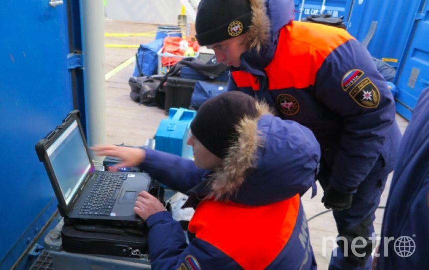 Спасатели с помощью спецаппарата  обследовали фюзеляж Ми-8. Фото МЧС РФ