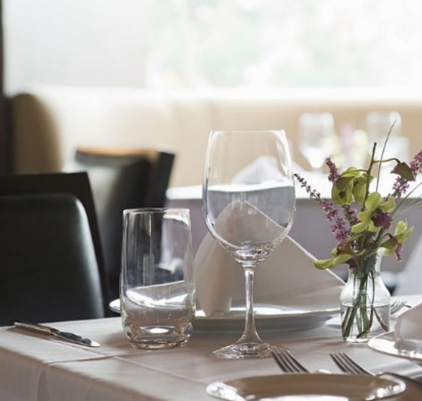 В Париже открылся ресторан для нудистов O'Naturel. Фото Getty