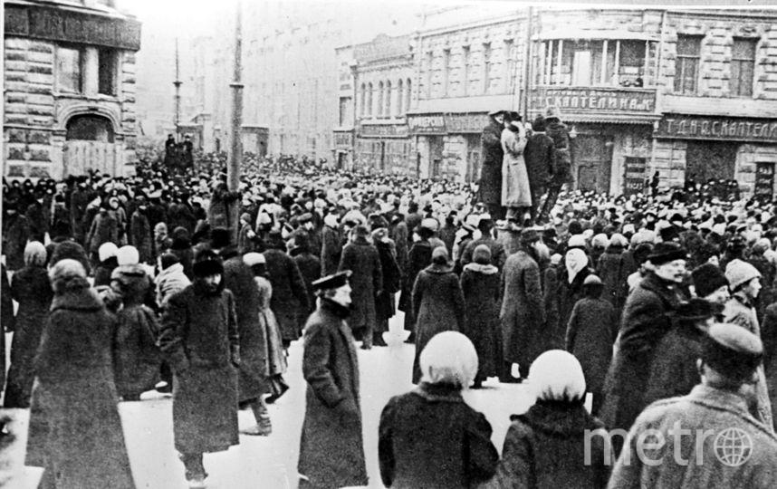 25 октября 1917 года сторонники революции вышли на митинг на Тверскую улицу. Фото  ТАСС | Репродукция фотохроники.