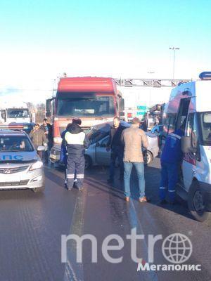 В жуткой аварии на КАД пострадали люди: Фото. Фото Мегаполис