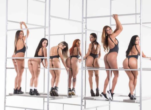 Участницы конкурса Miss BumBum-2017 в купальниках из мяса. Фото www.instagram.com/missbumbumbrasil