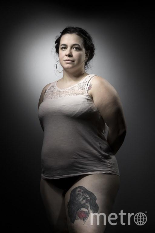 """Софи, получившая две пули в ногу в концертном зале """"Батаклан"""", и её татуировка – икона мексиканского Дня мёртвых. Фото AFP"""
