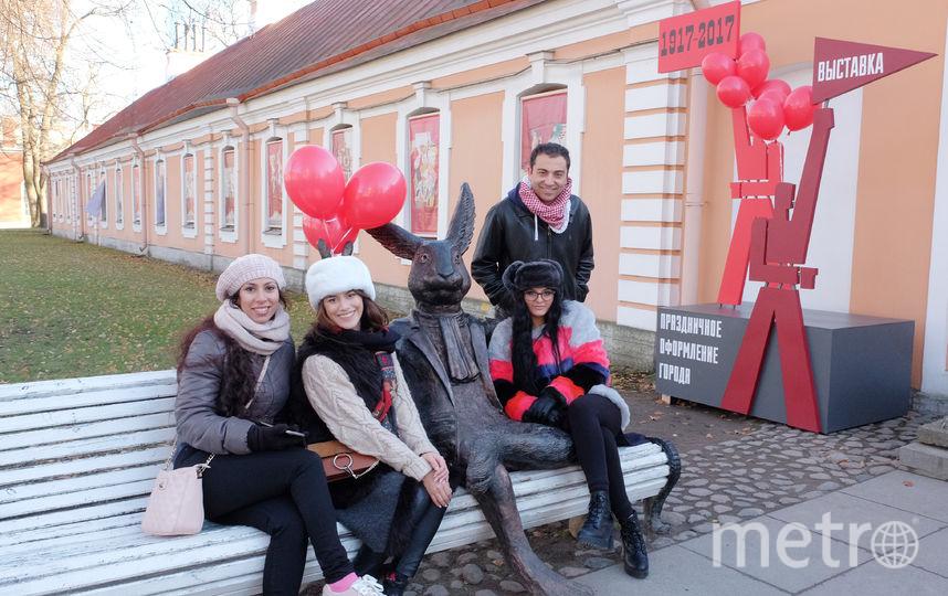 Заяц из Петропавловской крепости стал революционным матросом. Фото все - Алена Бобрович