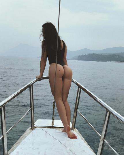 Голая Гаянэ Багдасарян облачилась в меха и стразы. Фото Скриншот Instagram: gayana_model