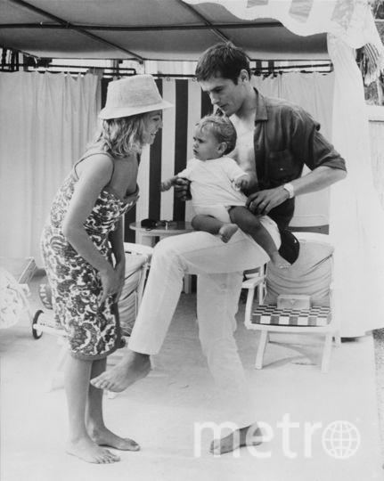 Ален и Натали Делон вместе с сыном. Фото Getty