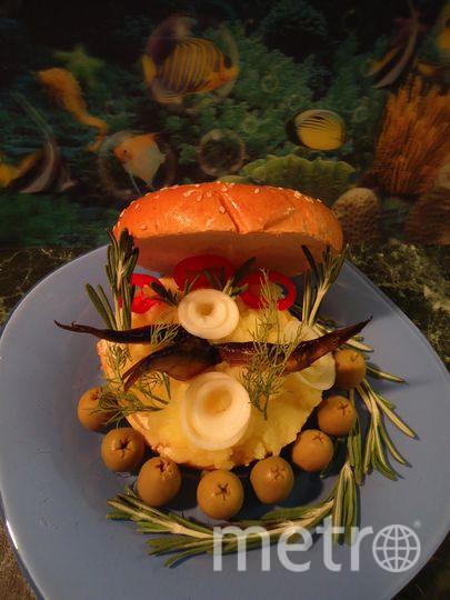 """Бутерброд """"Море удовольствия"""". В составе: кольца классические с кунжутом, картофельное пюре, шпроты и зелень по вкусу. Фото Окорокова Мария"""