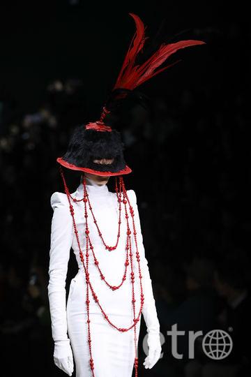 Самые фантастические платья Mercedes-Benz China Fashion Week. Фото Getty