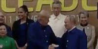 Путин и Трамп пожали друг другу руки на саммите АТЭС во Вьетнаме: видео