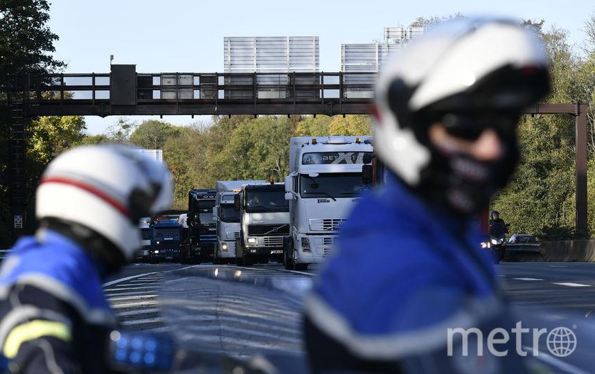 Наюге Франции автомобиль сбил группу людей около здания лицея