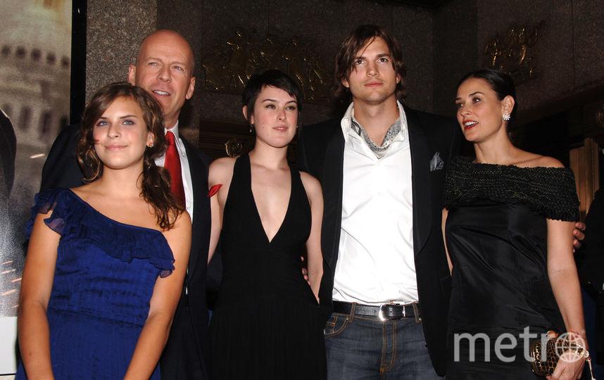 Брюс Уиллис с дочерьми, Деми Мур и Эштоном Катчером. Фото Getty