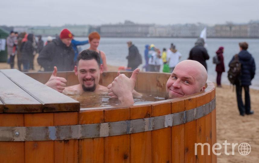 """Фестиваль """"Ледостав"""" в Петербурге: пловцы открыли зимний сезон."""