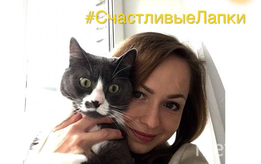 """Хочу принять участие в фотоконкурсе """"Селфи с котиком"""".  Имя хозяйки: Алёна Стешенкова."""