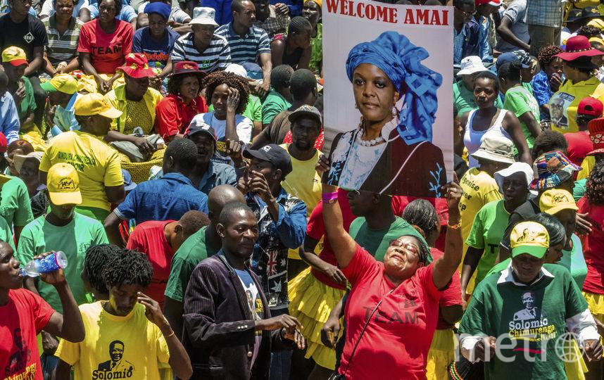 Митинг в поддержку президента Мугабе и его жены. Фото AFP