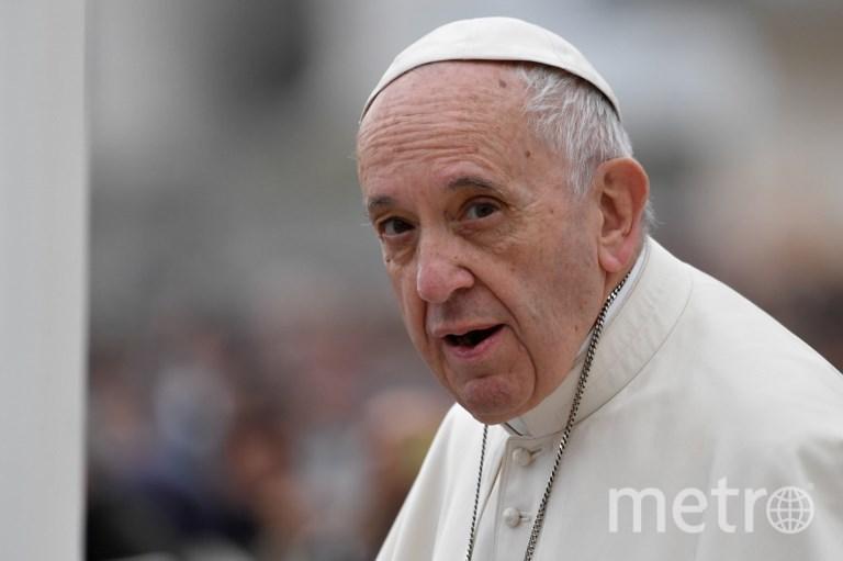 Папа Римский и его новенький Lamborghini. Фото AFP