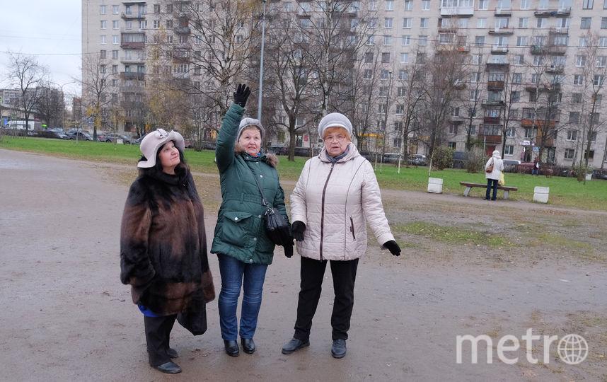 """Местные жители против памятника в сквере у их домов. Фото Алены Бобрович, """"Metro"""""""