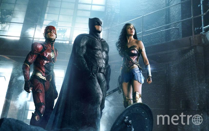 Кажется, что перед нами не супергерои – Флэш, Бэтмен (к Чудо-женщине претензий нет – Галь Гадот, ты прекрасна!), а косплееры в резиновых костюмах, которые изо всех сил пытаются изображать персонажей комиксов. Фото Warner Bros. Caro Premier
