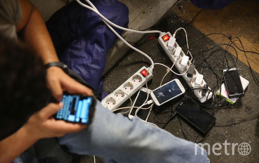 Зарядные устройства. Фото Getty