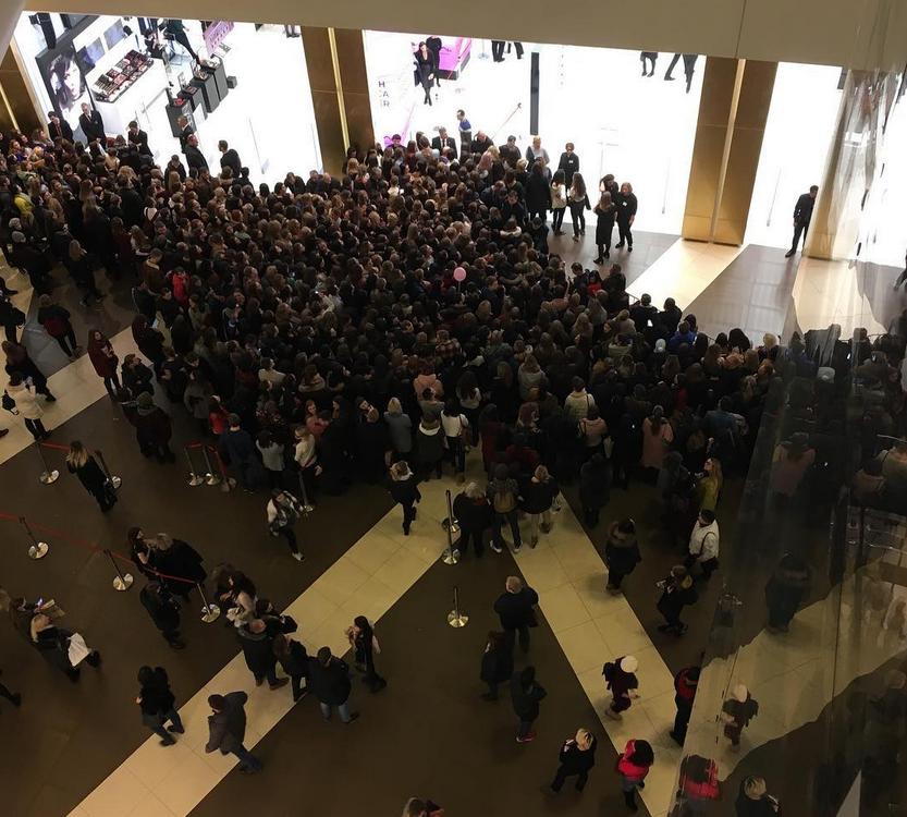 Сара Джессика Паркер в Петербурге: поклонники отстояли 5-часовые очереди. Фото Скриншот https://www.instagram.com/dasha_kirillova87/